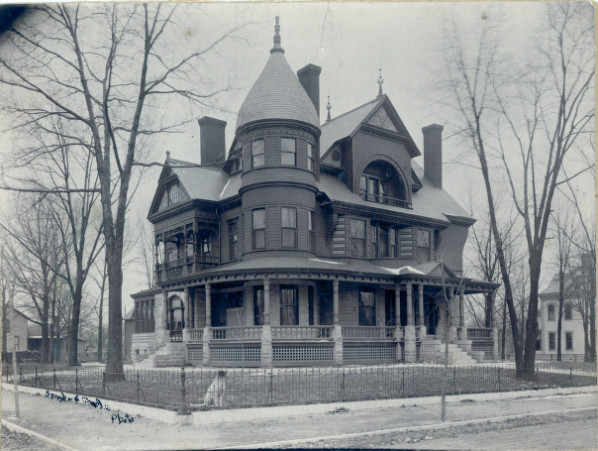 The Curtis Wright House in its original location at 304 W Macon in Carthage, Mo